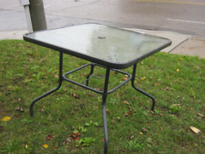 3' X 3' PATIO TABLE $15