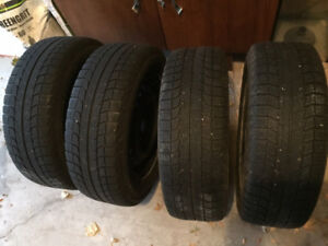 Set of 4 Michelin Winter tires on rims: 195/65 R 15. Used