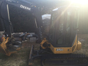 2011 John Deere Excavatrice/Excavator