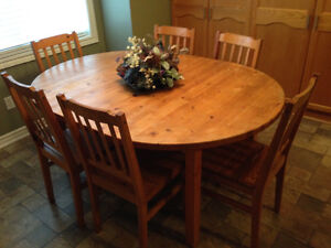 Dining table and 6 chairs- nice pine set