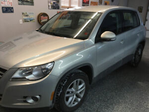 ONE  OWNER  CAR  2010  TIGUAN  99,000  KM