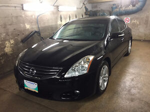 2010 Nissan Altima SR 3.5 fully loaded