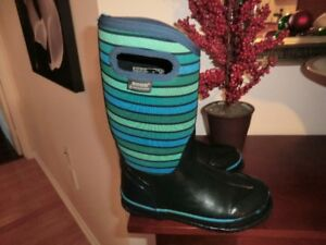 Winter Bogs Size 4 Youth