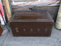 ANTIQUE TRUNK  COFFRE ANCIEN