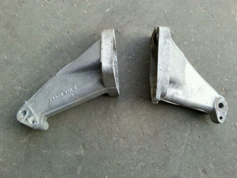 COSWORTH ENGINE MOUNTS.