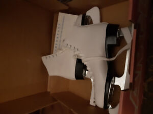 Womens figure skates and blade guards size 6