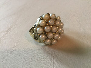 Vintage faux pearl cluster ring (A215)