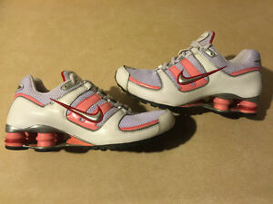 Youth Nike Shox Running Shoes Size 5Y London Ontario image 1