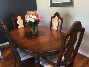 Dining room table and chairs *MUST GO*