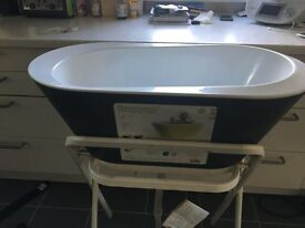 Hoppop baby bath and stand.