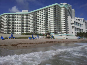 AU BORD DE LA MER A HOLLYWOOD BEACH - FLORIDE