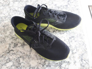 BRAND NEW MENS RUNNING SHOES
