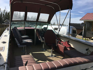 1980 21 foot Lund Tyee 200 hp out board