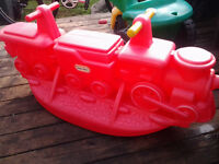 BASCULE Train little tikes rouge 3 places
