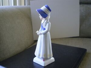 "Royal Doulton Figurine "" Lucy "" HN2863 - Greenaway Collection Kitchener / Waterloo Kitchener Area image 2"