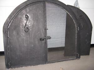 Porte et grille pour foyer