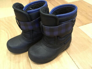 Winter boots size 8 toddler
