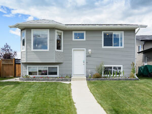 Immaculate 5 Bedroom bi-level in Strathmore