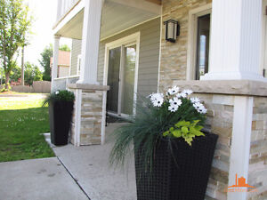 PRIME RIVERVIEW LOCATION BEAUTIFUL 2 BDRM ONLY $800