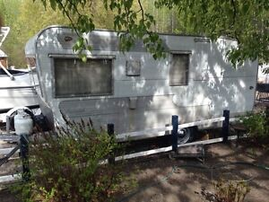 Vintage 1959 Ideal 16ft camping trailer