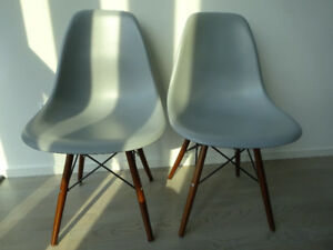 Chair with wooden legs (light grey)