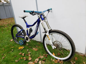 Kona DH Operator 2011 Full Suspension Mountain BIke