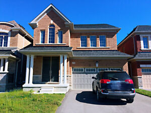 Lovely 4 Bedroom Detached House In Aurora For Rent