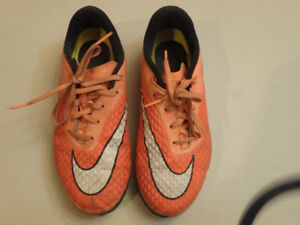 Nike Indoor Soccer Shoes Artificial Turf Youth Size 4.5