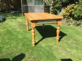 Fabulous Pine Kitchen / Dining Table....5ft