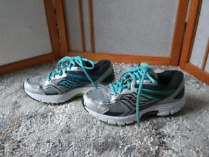 Saucony women running shoes size 6