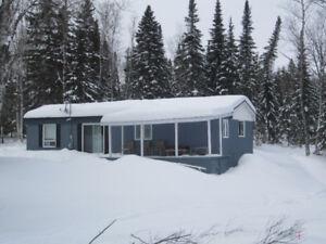 chalet maisons vendre dans saguenay lac saint jean petites annonces de kijiji. Black Bedroom Furniture Sets. Home Design Ideas