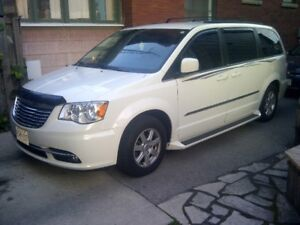 2012 Chrysler Town & Country w/DISABILITY OPTIONS