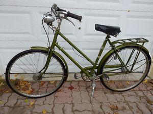 Vintage English Raleigh Superbe Bike