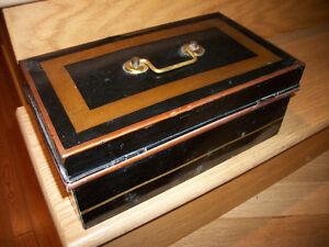 Ancien  boite en métal pour $$$ antique cash box 25$