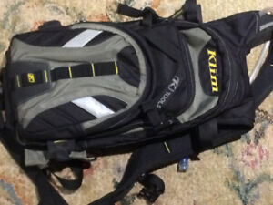 Klim back pack with camel pac