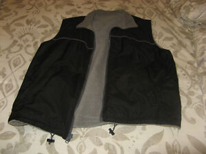 Men's WOODLAKE Reversible VEST size large LIKE NEW