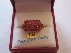 Bague en or sertie de 10 rubis
