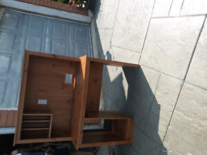 Desk/table in excellent condition for sale $85Solid and sturdy