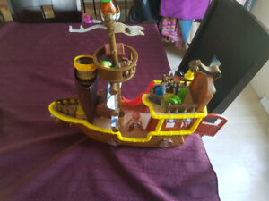 Jake & the Neverland pirates ship with figures