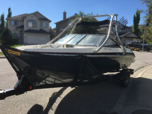 2013 Larson LX 205 S  5.0L MPI , low Hrs! with matching trailer