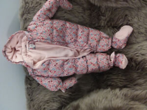 Hooded Snowsuit for baby girl GAP size 12-18 month