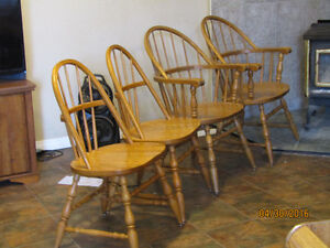 Solid Oak Dining Room Table + 4 Chairs Kingston Kingston Area image 2