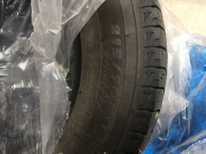4x pneus d'hiver MichelinX Winter Tires 215/70/16 (8/32)