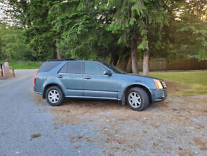 2006 CADILLAC SRX  MINT SHAPE. ALL THE FEATURES .