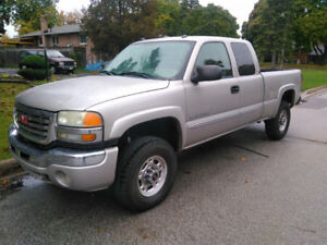 2004 GMC Sierra 4X4 HD SLE ext cab loaded pick up  6.0L