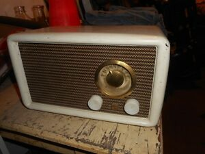 Vintage Airline electric radio - Excellant condition.