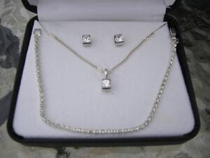 Ensemble bijoux très chic !! et un collier magnétique aussi !!