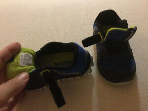 Reduced price reebok baby shoes size 4