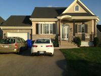 Maison avec garage, terrain cloturé privé, a louer.(St-Augustin)