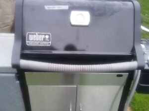 WEBER GENESIS SILVER NATURAL GAS BBQ**GREAT WORKING CONDITION**